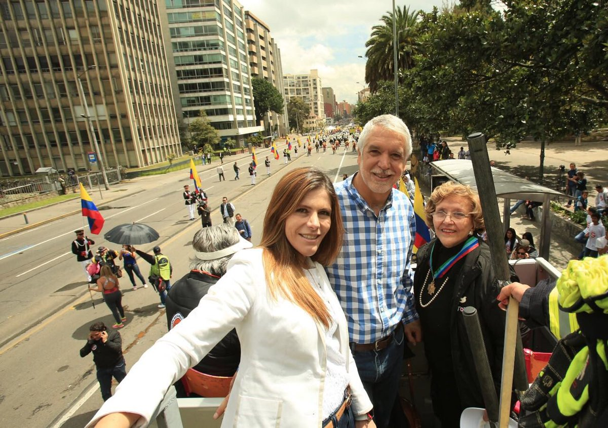 María Carolina Hoyos Turbay, nueva presidenta junto a Doña Nydia Quintero, su abuela.